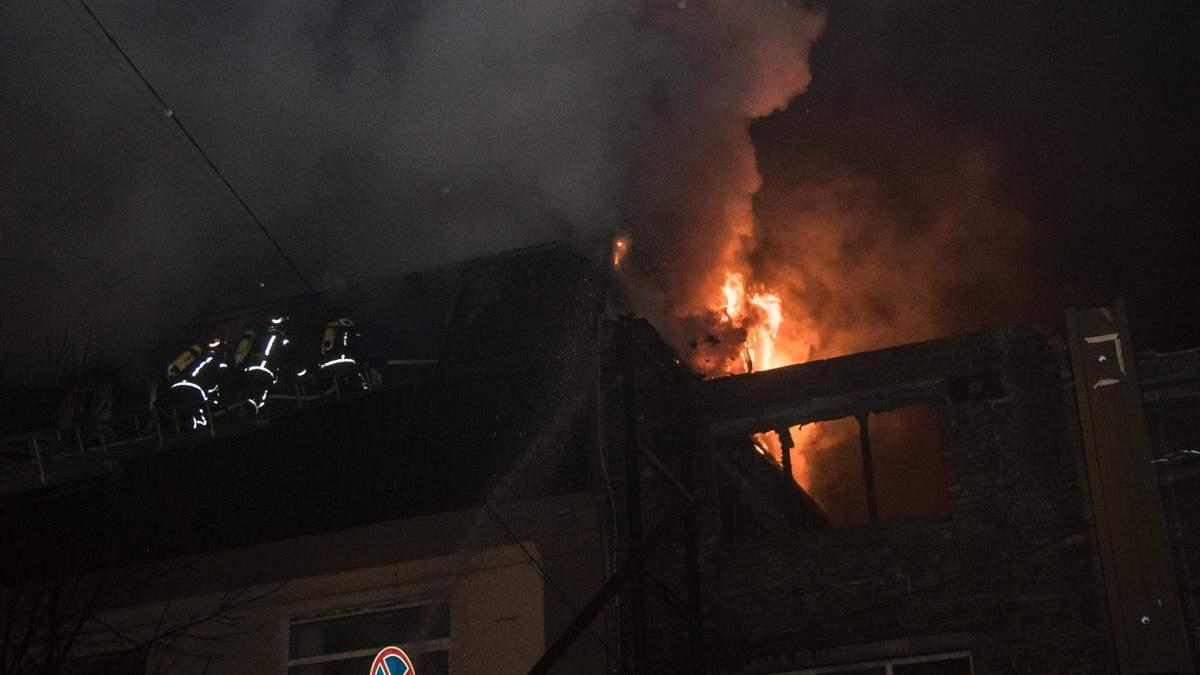 Пожар в центре Киева горела офисное здание (фото, видео)