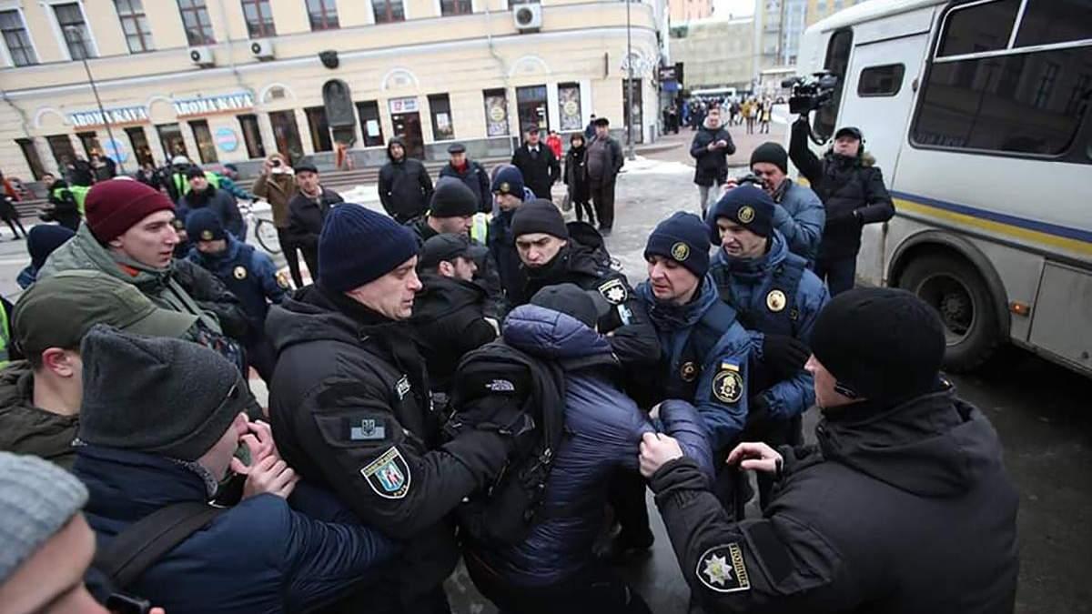 """""""Полювання"""" на правоохоронців, які побили активістів у Києві: в поліції попередили про """"захист"""""""