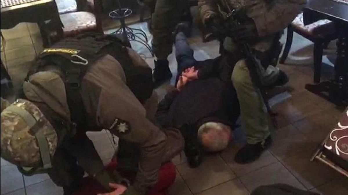 """""""Сходку"""" кримінальних авторитетів накрили на столичному бульварі Верховної Ради: фото, відео"""