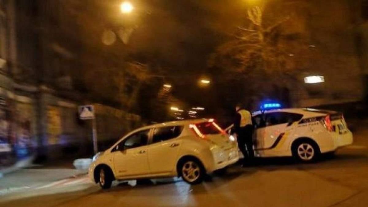 У Києві поліція перекрила вулиці навколо Адміністрації президента