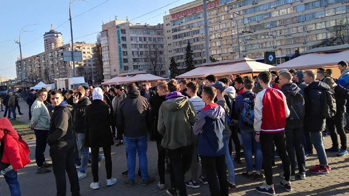 Під ЦВК збирають проплачений мітинг