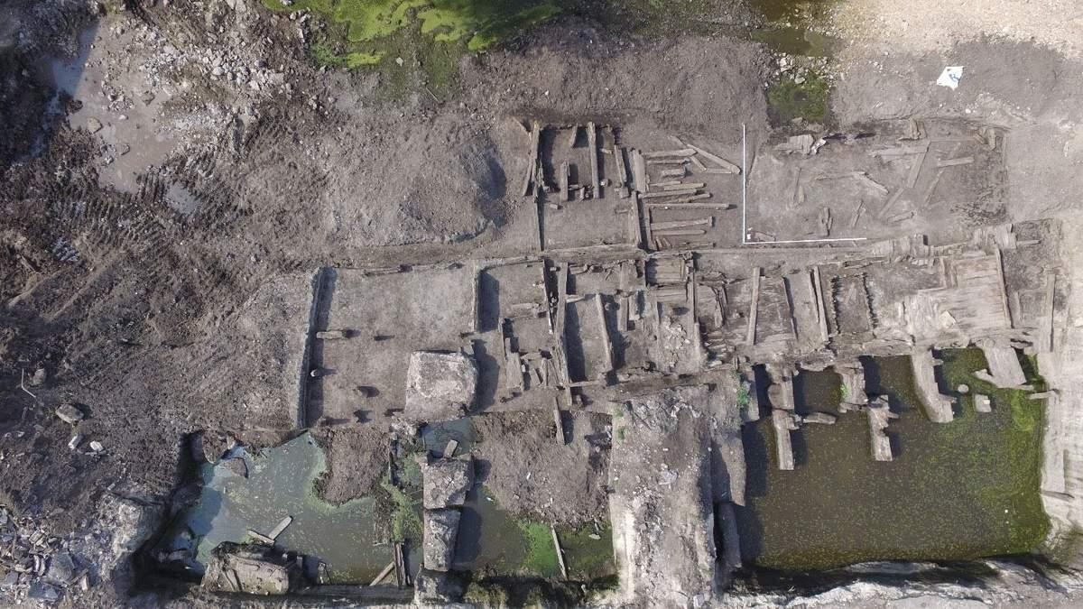 У Києві археологи знайшли давню вулицю: фото з місця розкопок