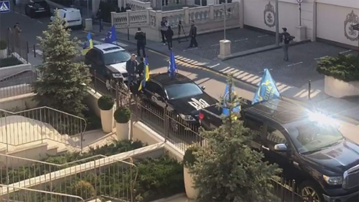 Під офіс Зеленського приїхав нібито Автомайдан (оновлено)