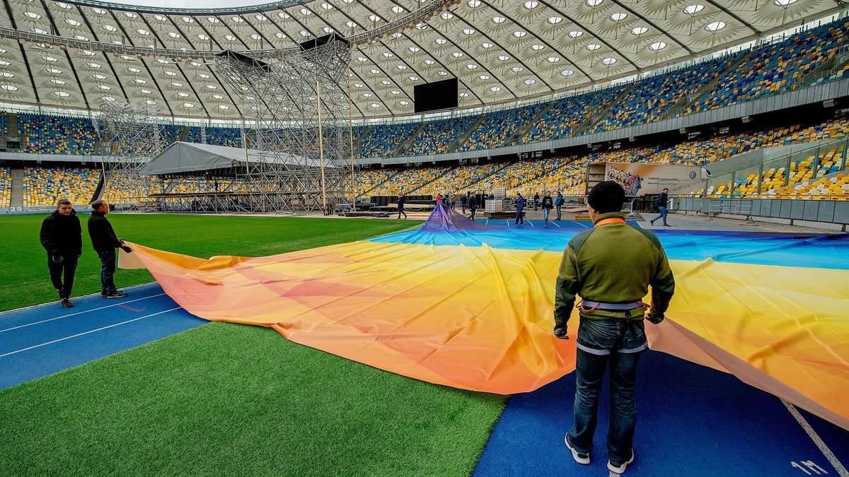 """Как """"Олимпийский"""" готовится к дебатам между Порошенко и Зеленским: фото, видео"""