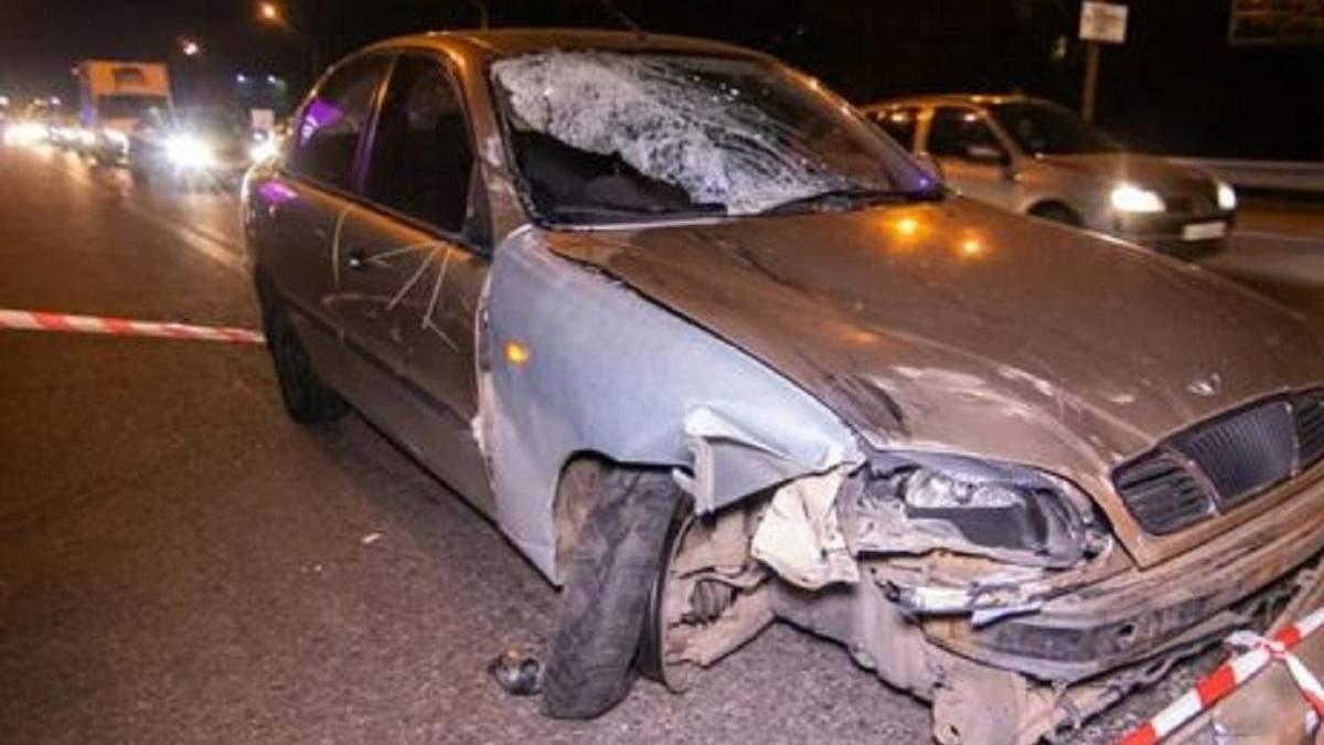 Кровавое ДТП в Киеве: авто снесло людей на остановке
