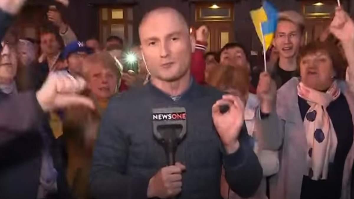 Участники акции благодарности Порошенко освистали съемочные группы NewsOne и 1+1: видео