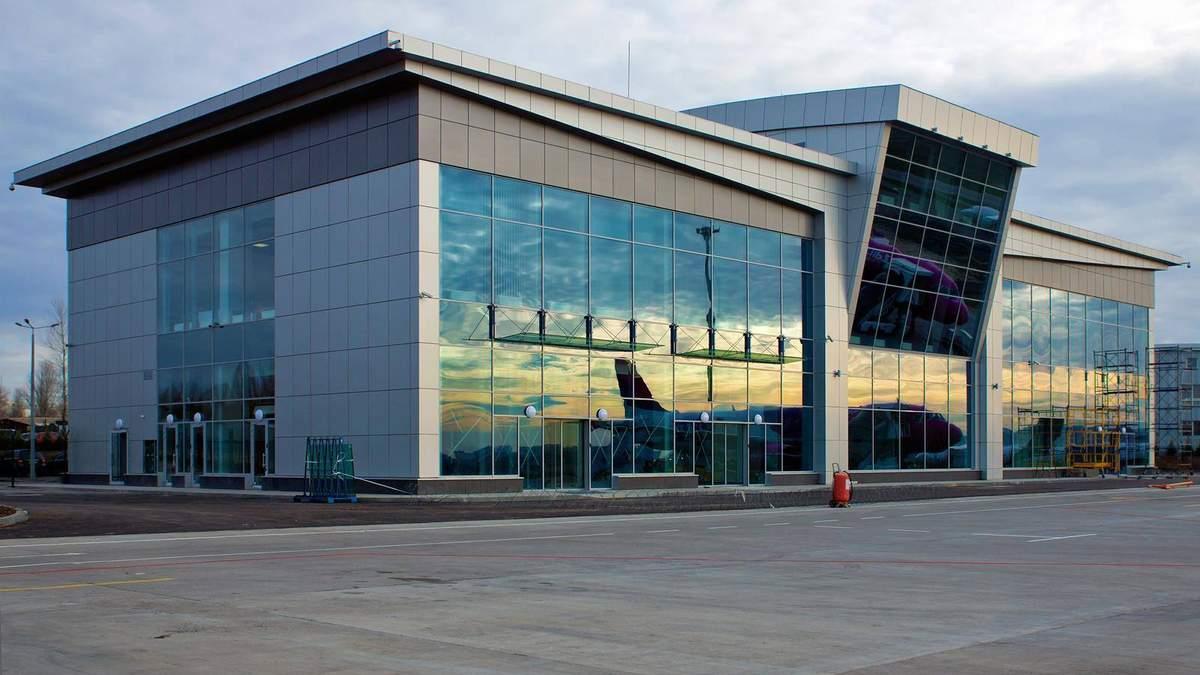 Из аэропорта Жуляны эвакуировали сотни людей: фото