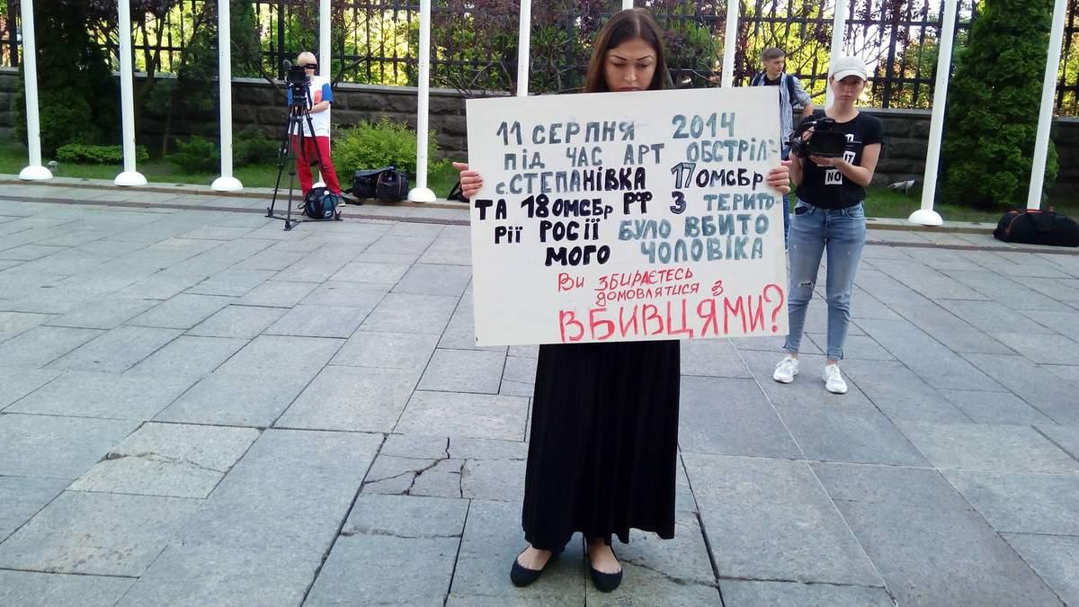 Референдум Зеленского относительно переговоров с Россией: под АП проходит акция протеста