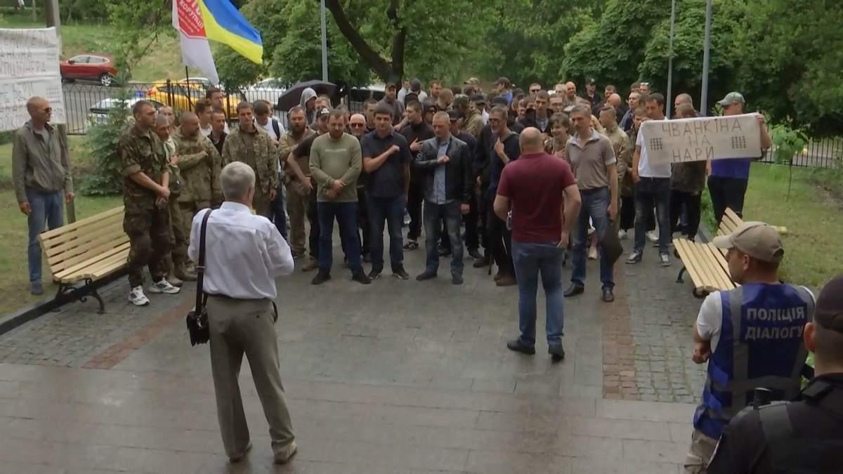 В Киеве активисты протестуют против судьи, который причастен к коррупционным схемам
