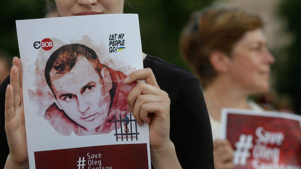Активісти у Києві влаштували марш на підтримку бранців Кремля: фото та відео