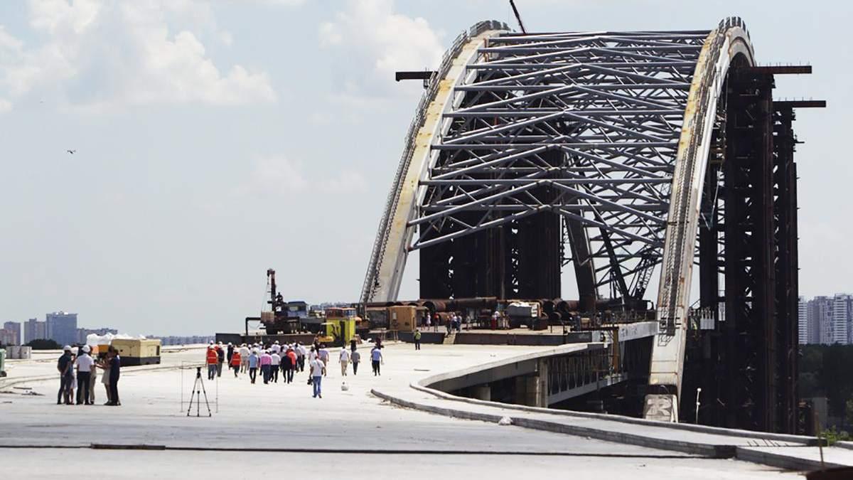 Фото з будівництва Подільсько-Воскресенського мосту в Києві