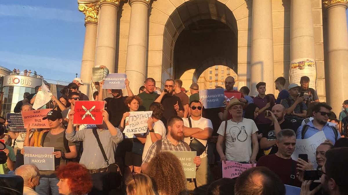 Протест против регистрации кандидатами в Раду Клюева и Шария: участники обратились к Зеленскому