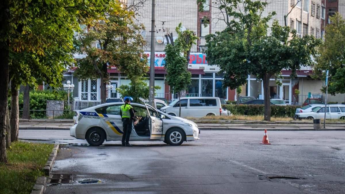 """Неизвестные обстреляли здание телеканала """"112 Украина"""""""