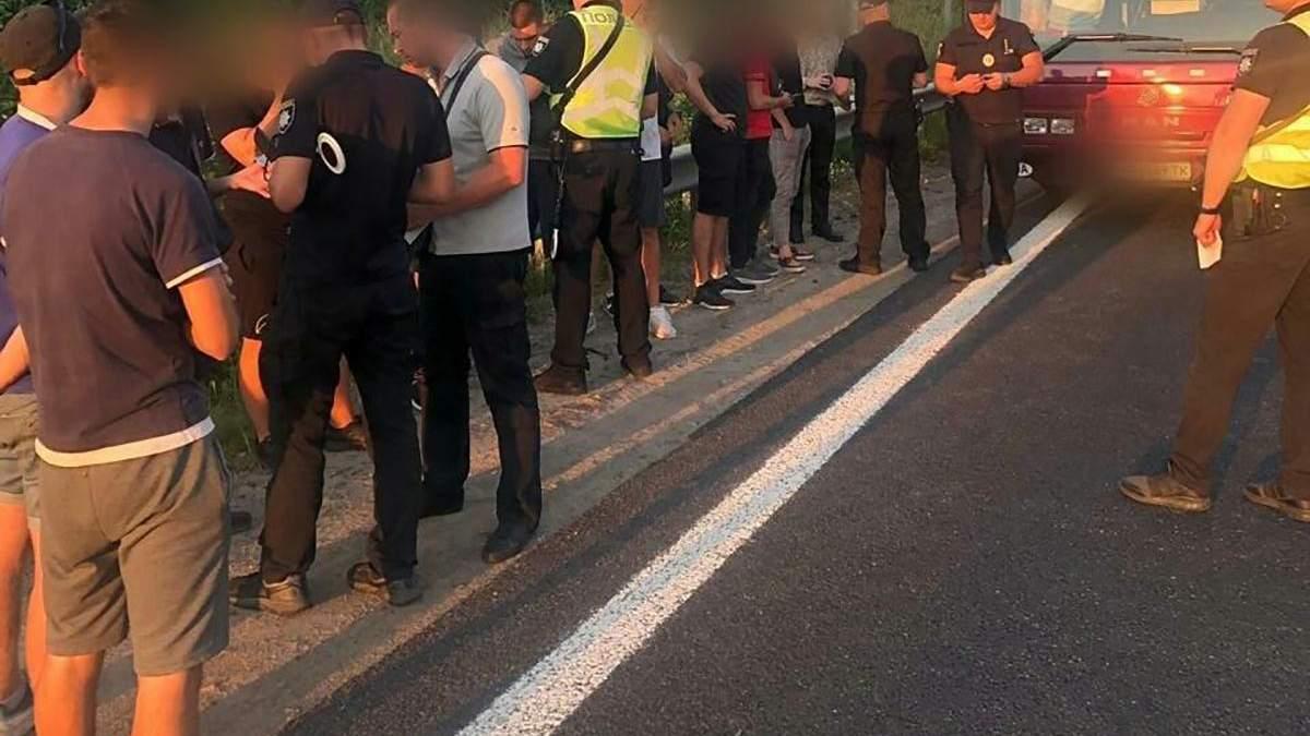 На въезде в Киев полиция проверяет автобусы