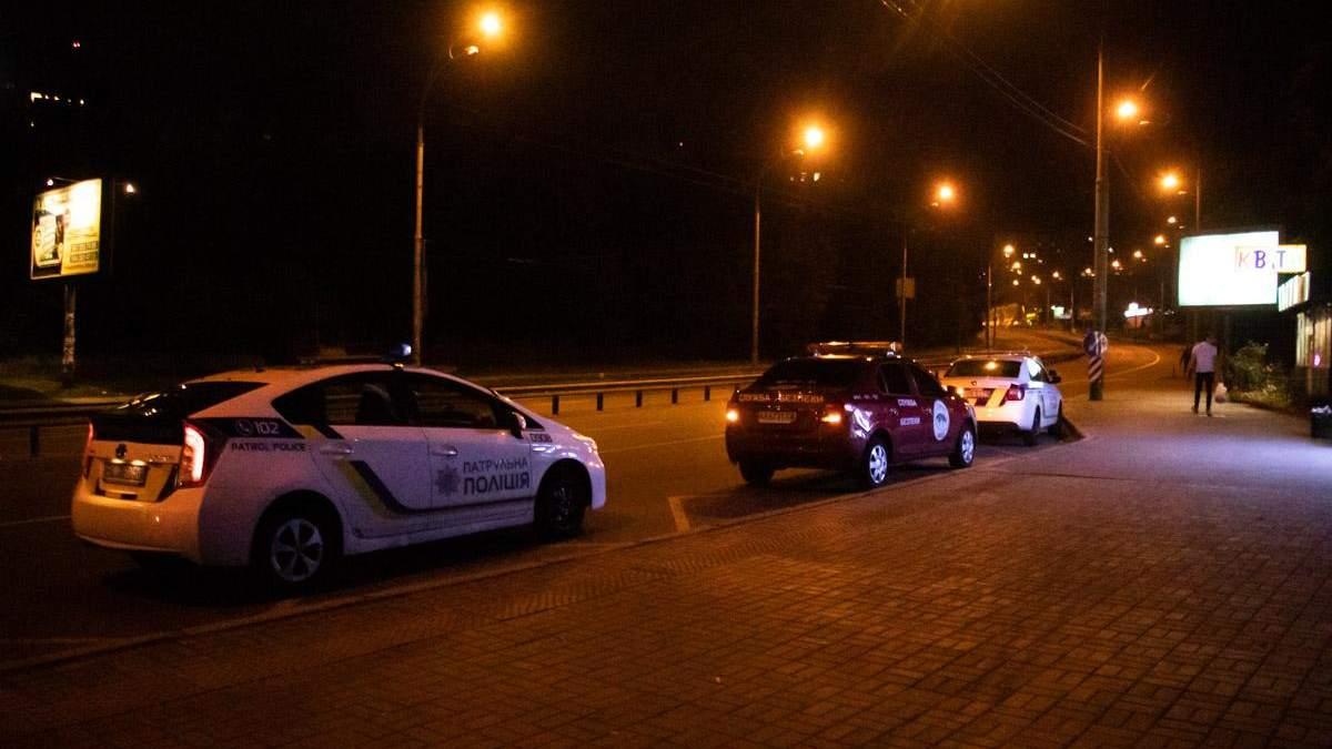 Мужчина напал с ножом на посетителей ночного заведения в Киеве