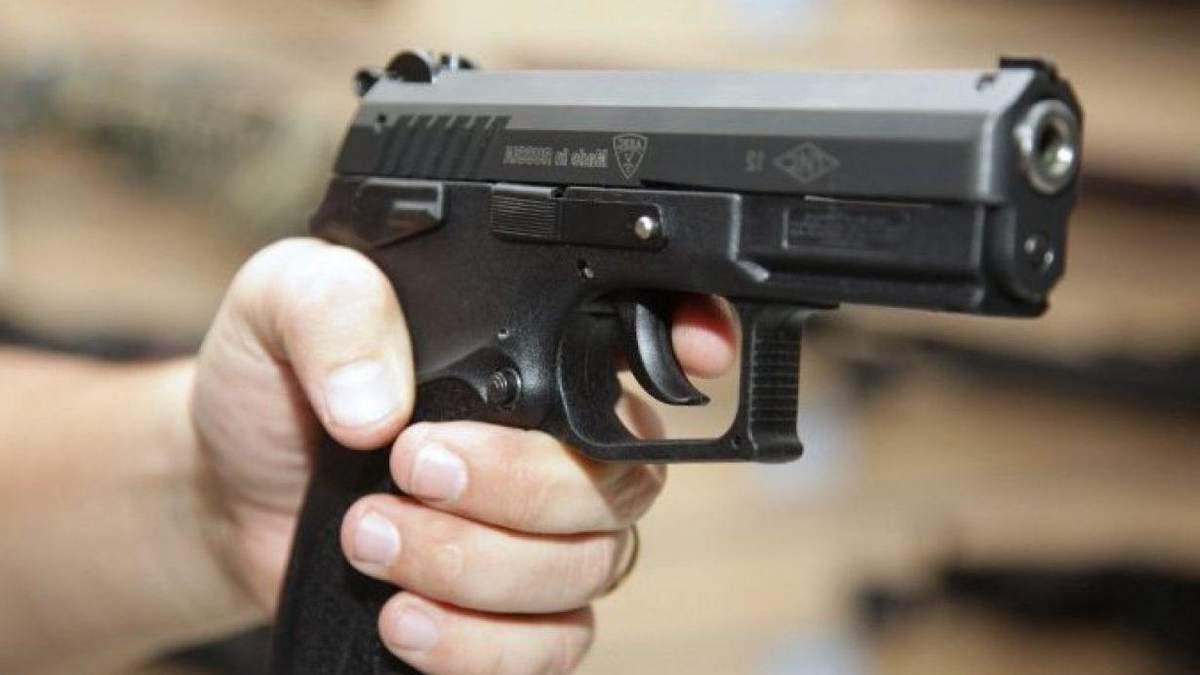 У Києві чоловік вистрілив в дівчину