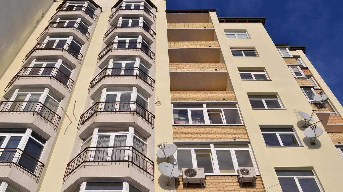 В Броварах Киевской области запретили портить фасады кондиционерами