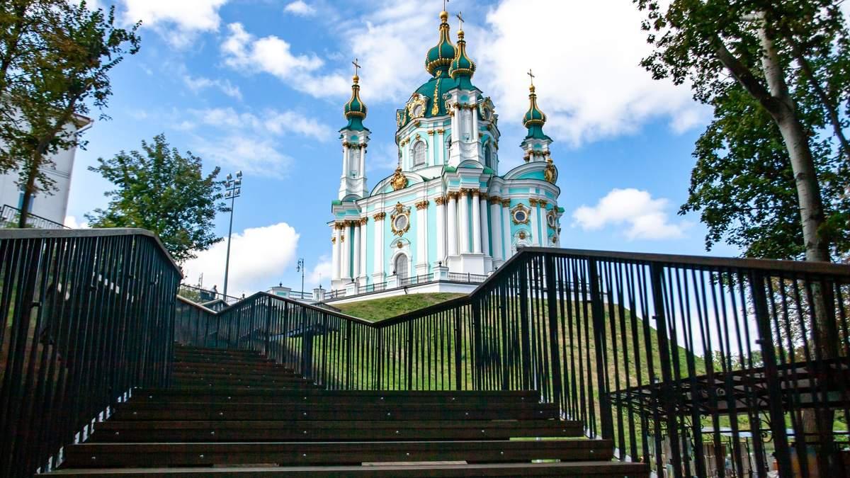 В Киеве появилась новая лестница к Владимирской горке