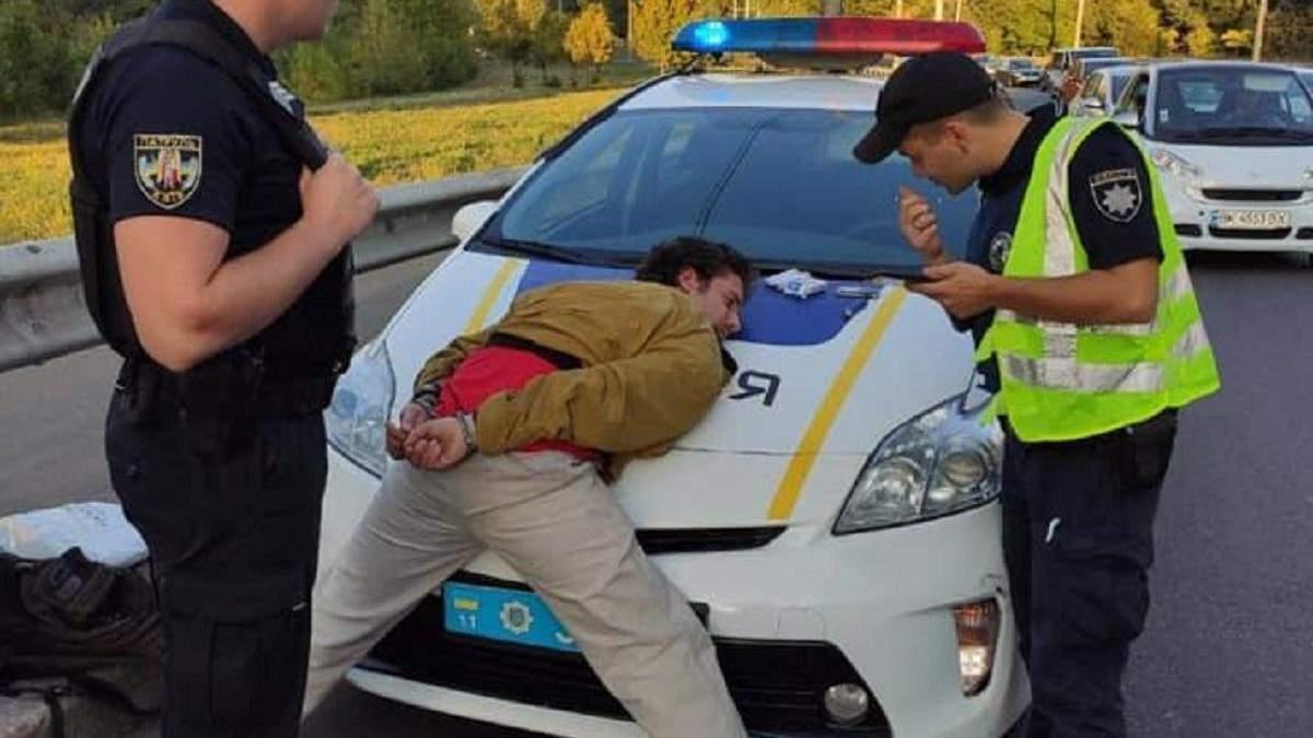 Полиция нашла мужчину, который стрелял в пассажиров троллейбуса в Киеве