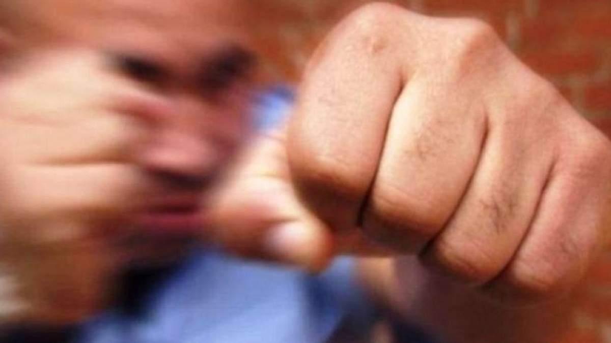 Поліцейські побились з киянами через альтанки: відео