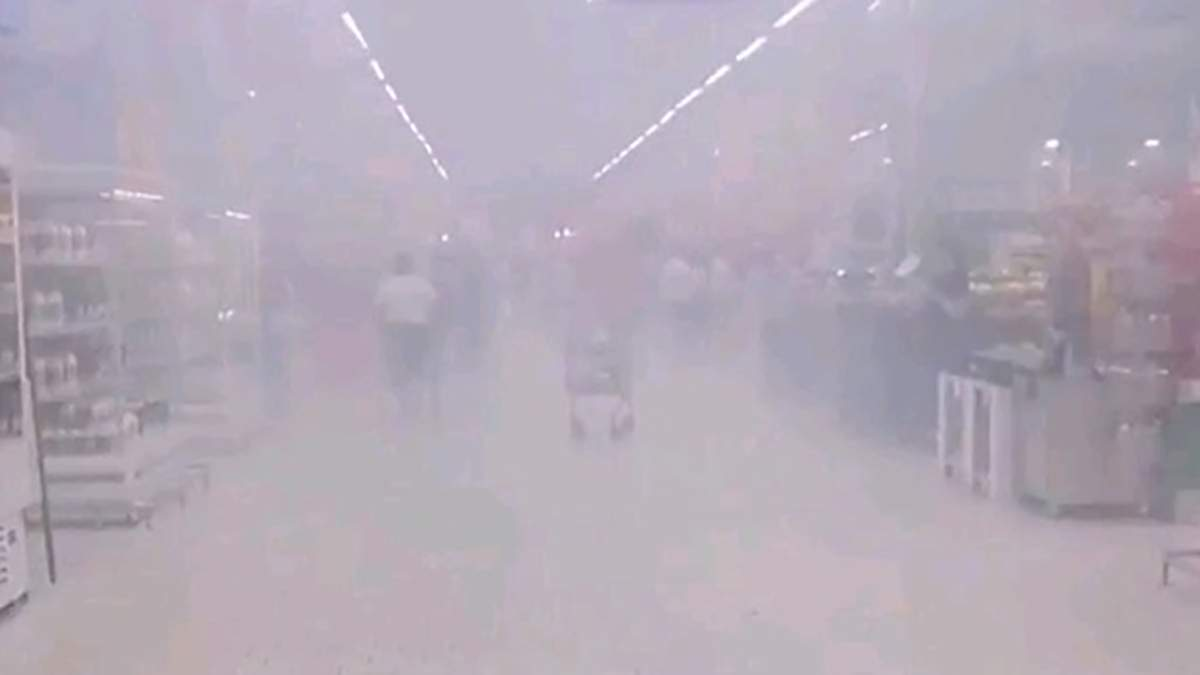 """У київському """"Ашані"""" спалахнула пожежа: фото, відео"""