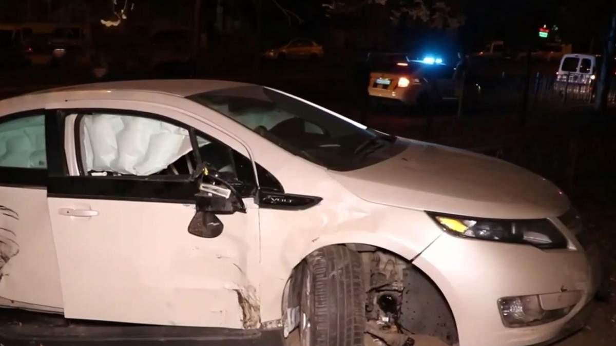 Пьяный сотрудник СТО устроил гонки с полицией и разбил чужое авто: видео