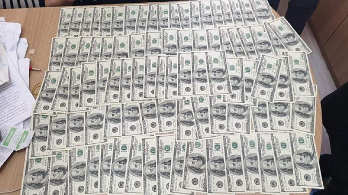 В Киеве врача задержали на получении 20 тысяч долларов взятки