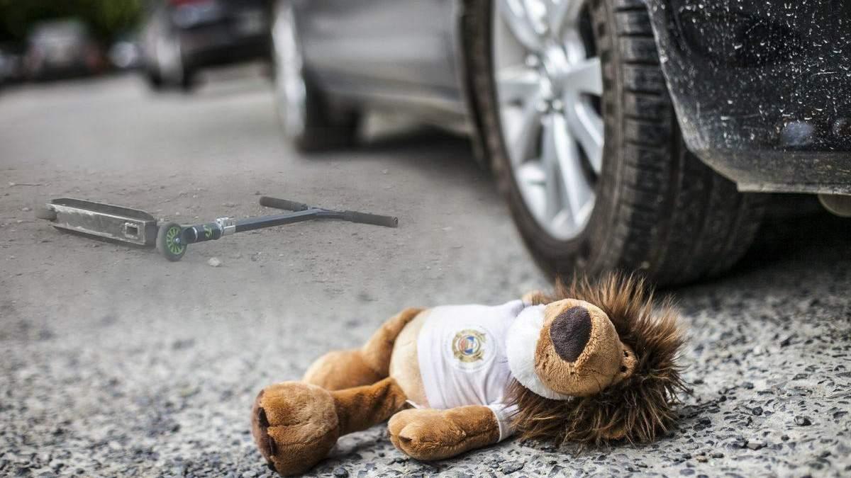 Маршрутка в Киеве наехал на ребенка на самокате