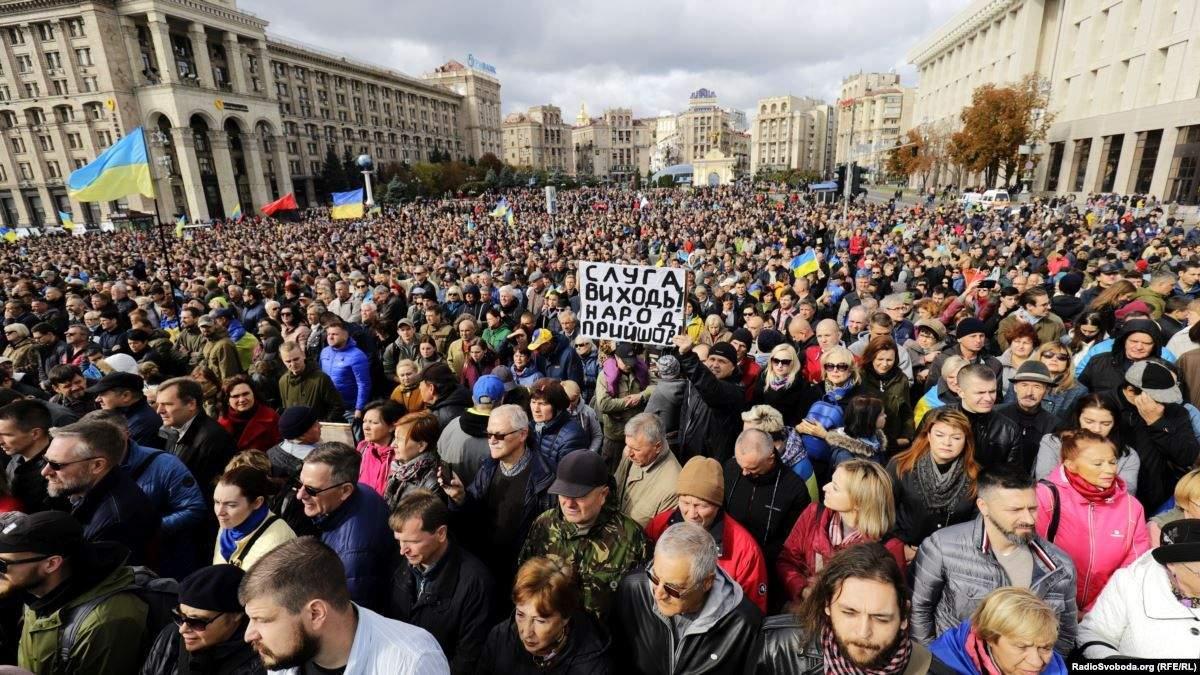 На акцию протеста в Киеве вышли 10 тысяч человек
