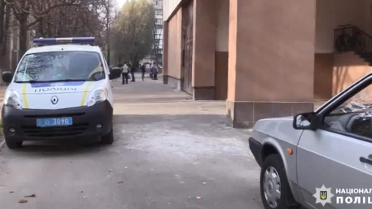 В Киеве семиклассница на перемене выпрыгнула с четвертого этажа