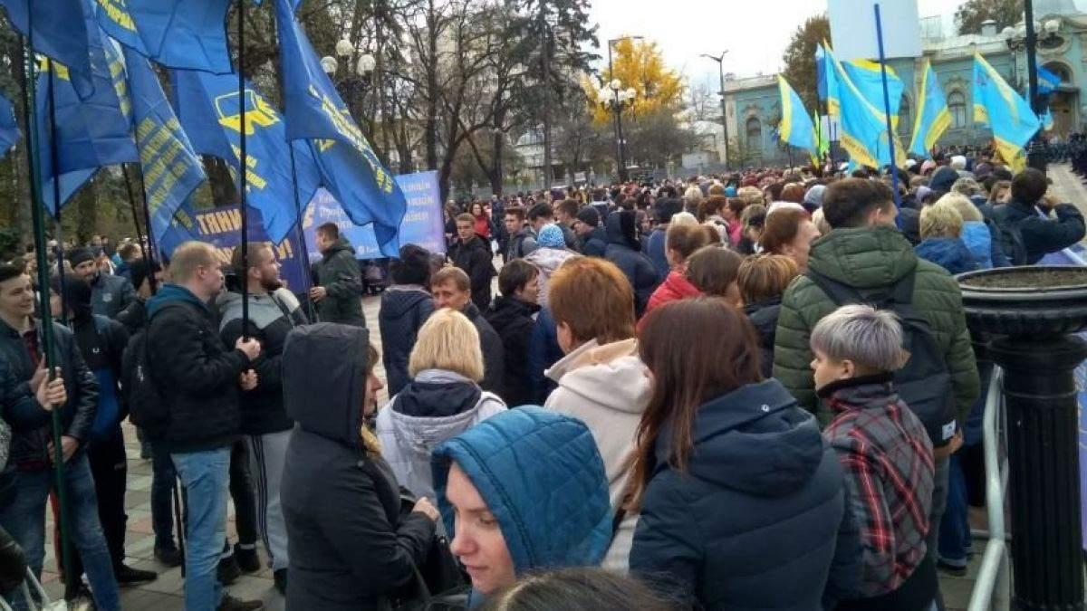 Освітяни масово виходять на акцію протесту