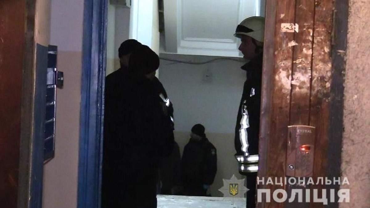 Полиция ищет организаторов взрыва в подъезде жилого дома в Киеве