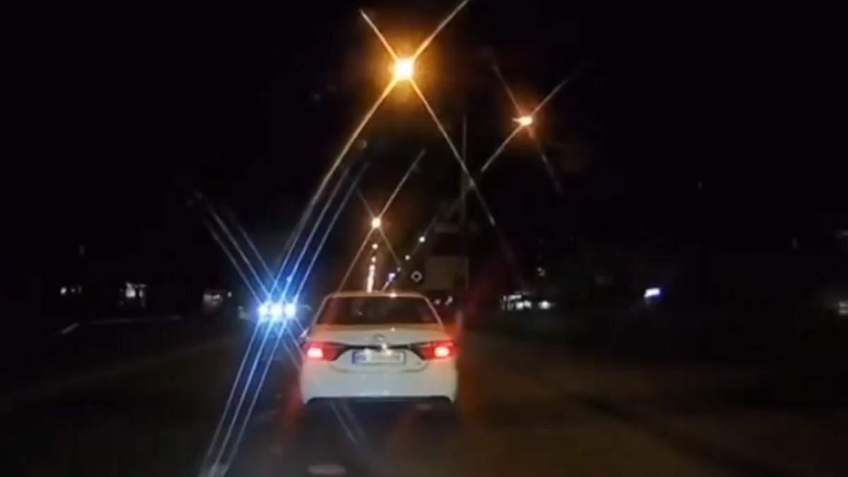 В Киеве дерзкий водитель Toyota устроил разборки посреди дороги