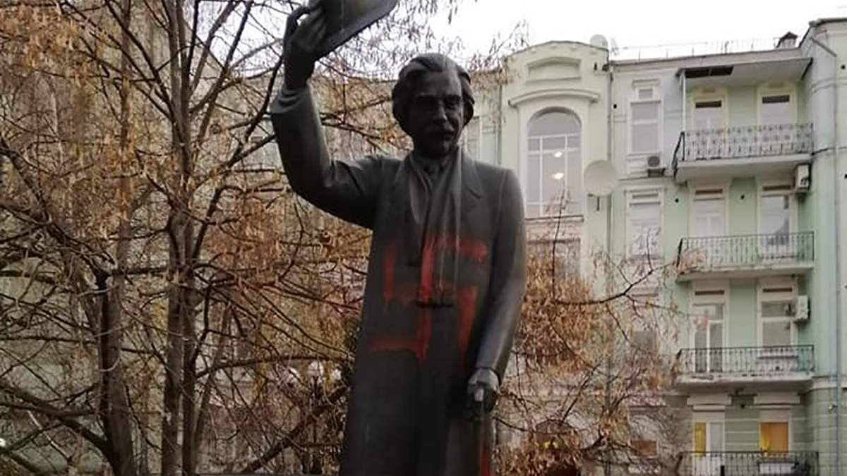 Осквернений пам'ятник Шолому-Алейхему