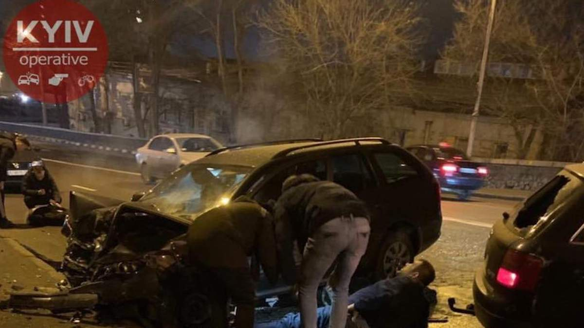 Смертельна ДТП в Києві біля Поштової площі: моторошне відео 21+