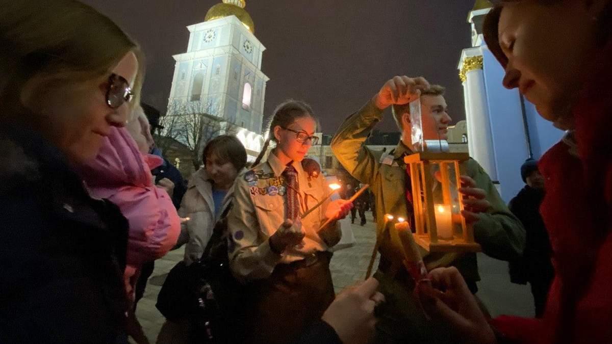 Пластуны привезли Вифлеемский огонь мира в Украину: фото, видео