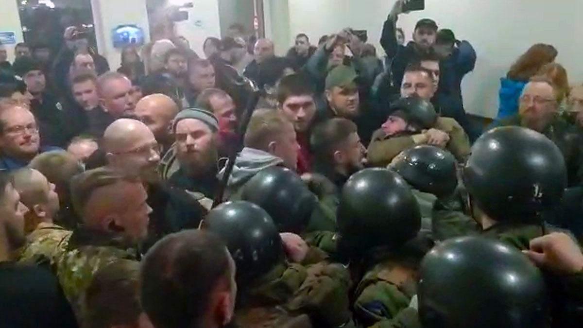 Справа підозрюваної у вбивстві Шеремета Кузьменко: в Апеляційному суді зчинилася сутичка – відео