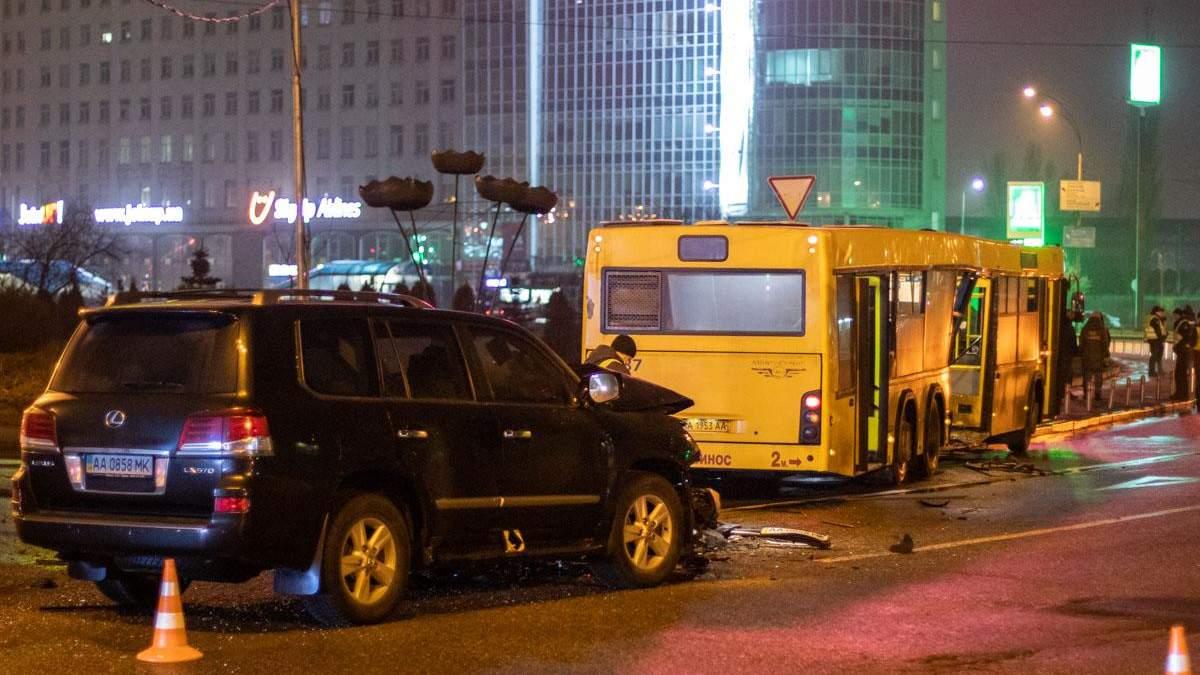 ДТП за участю Lexus і маршрутки у Києві