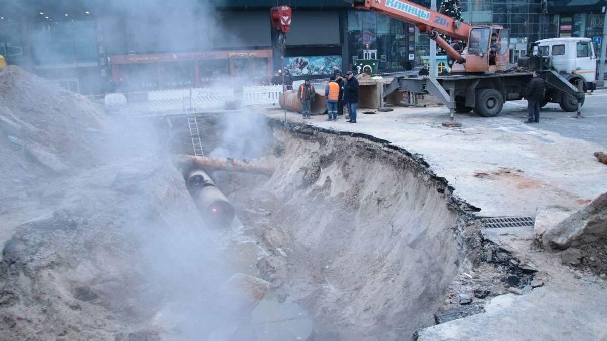 Потоп в Оушен плаза: коли закінчать ремонт теплотраси в Києві