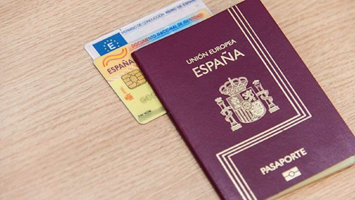 Трем иностранцам с поддельными испанскими паспортами на 3 года запретили въезд в Украину