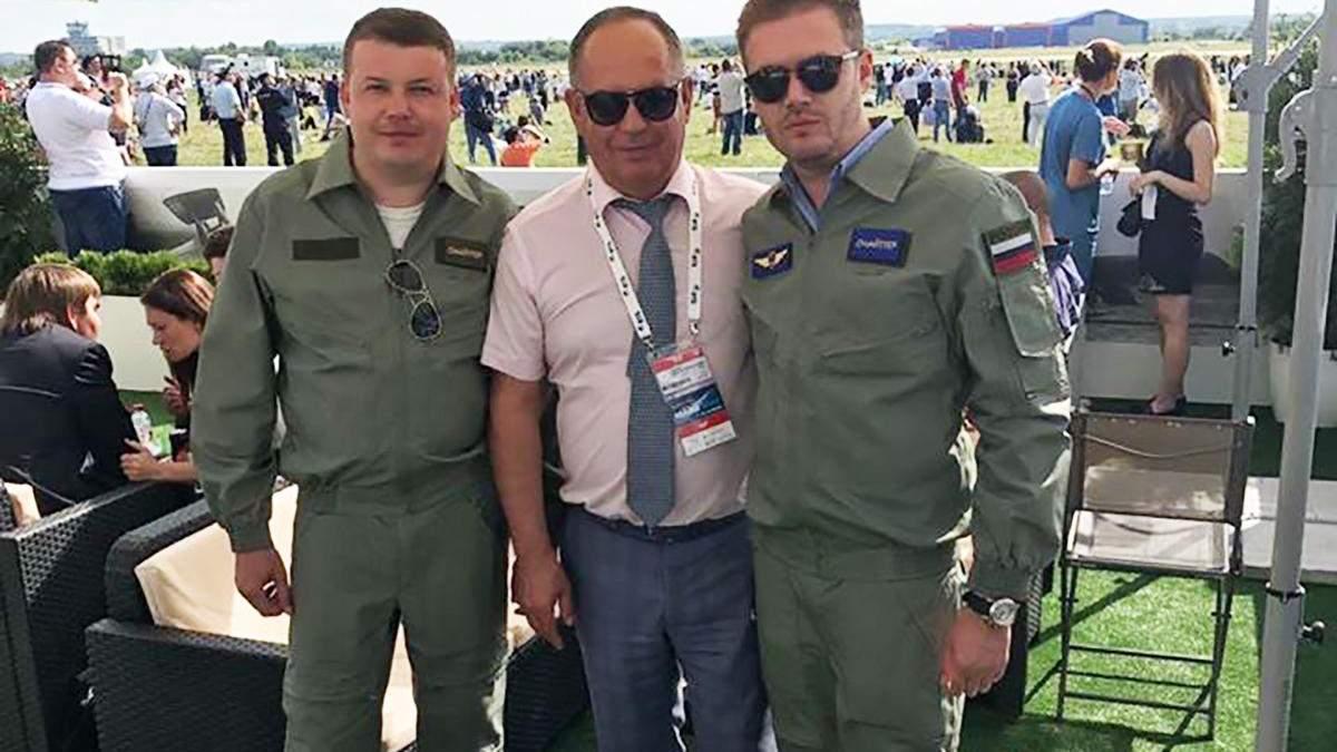Ексдиректор 410-го авіазаводу Олексій Попов у російській військовій формі (крайній праворуч)