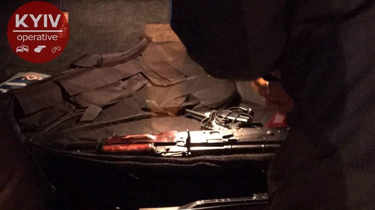 Полиция в Киеве задержала мужчину с автоматом