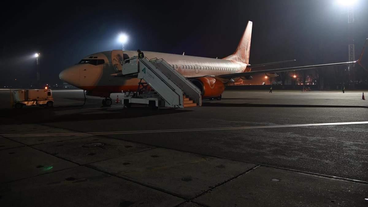 Евакуація українців з Уханя: літак SkyUp вилетів із Борисполя