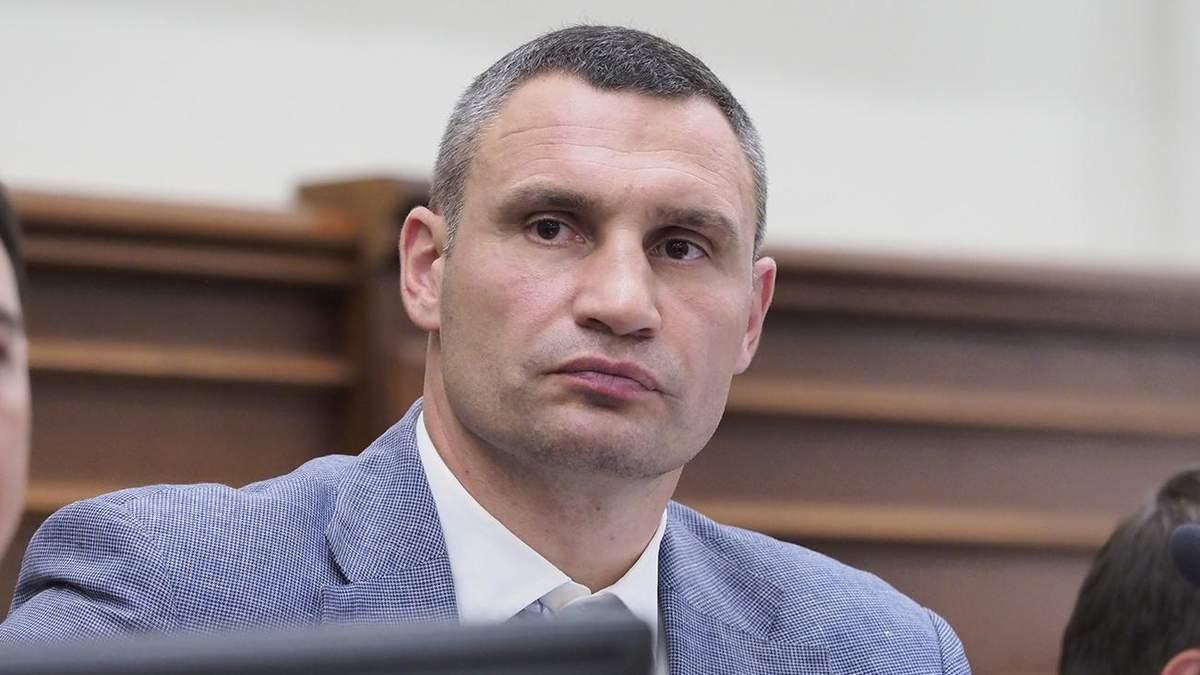 Кличко рассказал, что и какими средствами дезинфицируют в Киеве