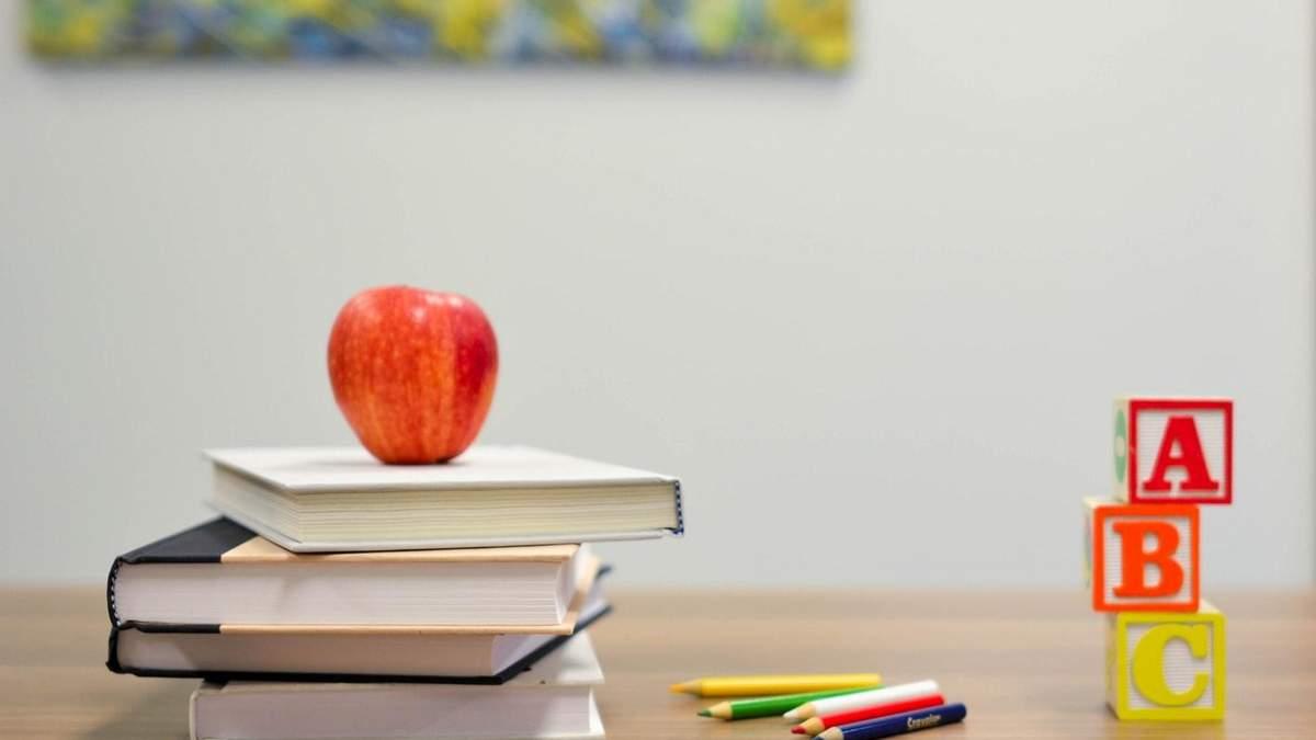 Киевская власть стремится минимизировать контакты горожан с руководителями школ