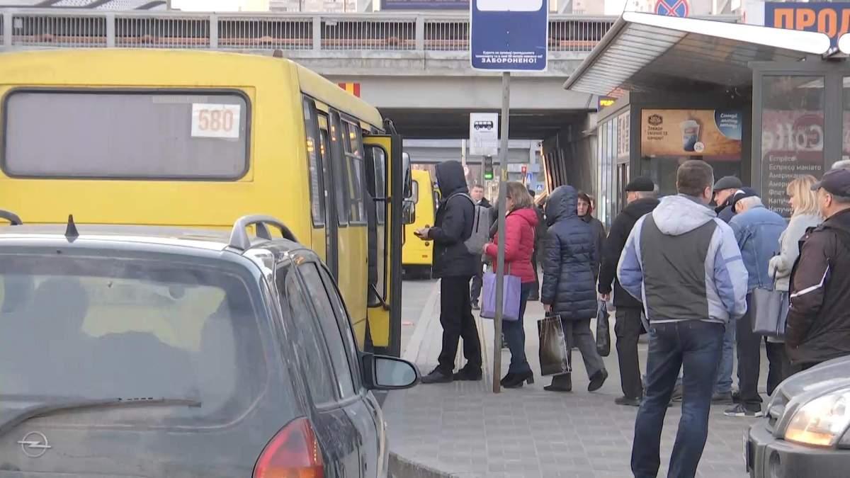 Як українці допомагають одне одному уникати громадського транспорту: відео