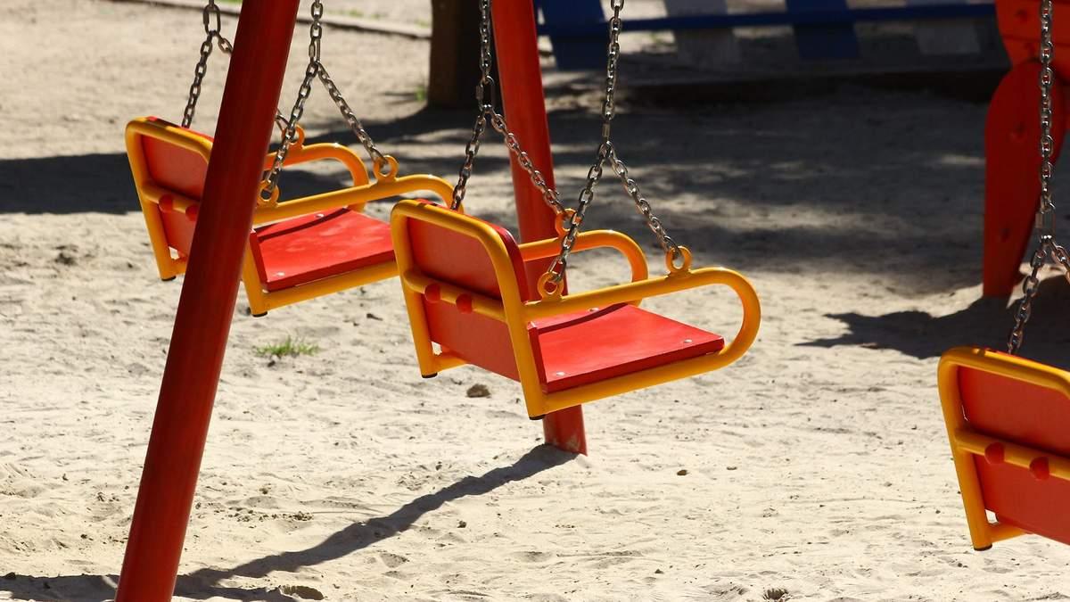 Киевлянам запретили посещать детские и спортивные площадки: инфографика