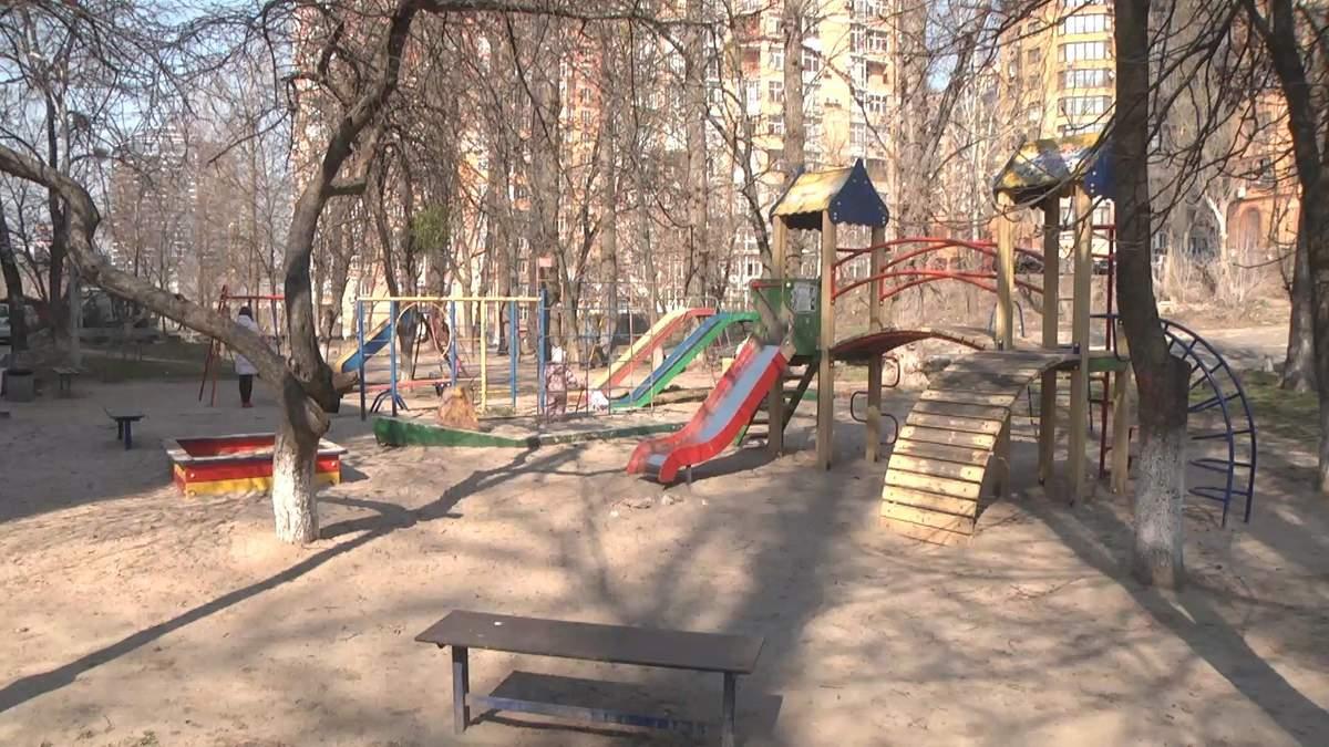 Киевляне теряют двор из-за масштабной застройки: видео