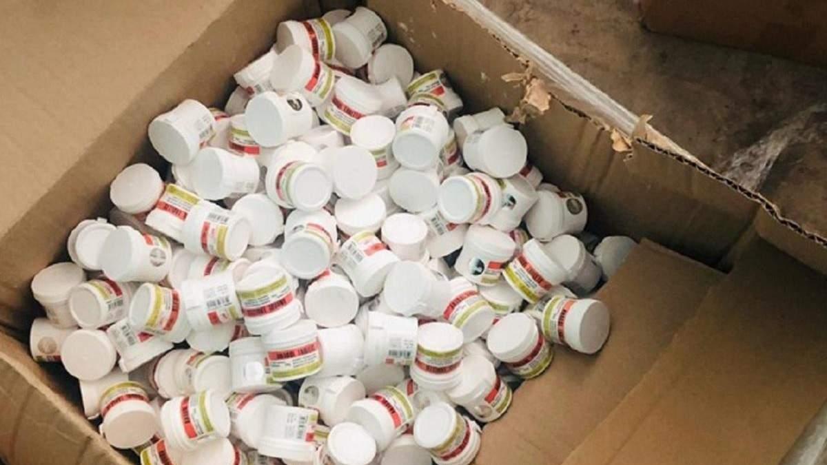 Правоохоронці затримали зловмисників, які виготовляли та продавали підроблені ліки: фото