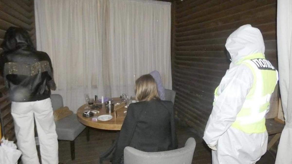 """У Києві """"накрили"""" ресторан, який працював попри карантин: фото"""